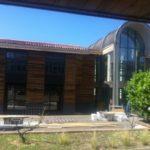 lycée pape clément façade bois et arche béton par Aqio